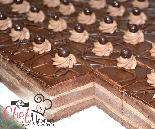 individual-desserts-chocolate-layer-kosher-bakery