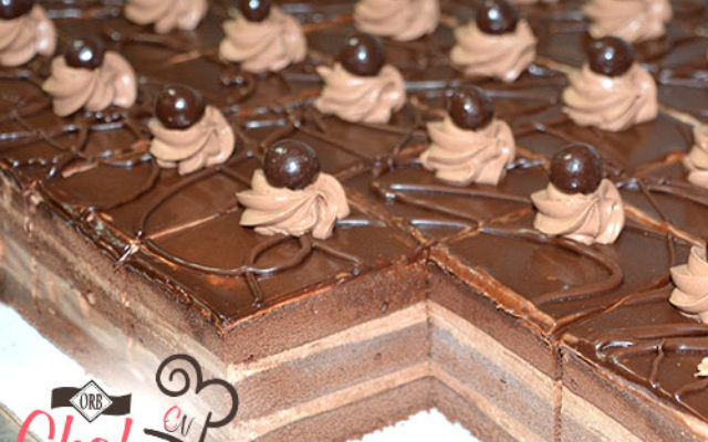 individual-desserts-chocolate-layer-kosher-bakery