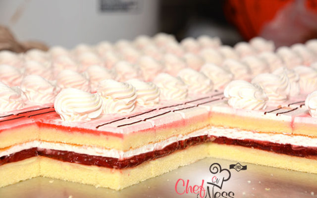 mini-Strawberry-cake-mini-pastries-kosher