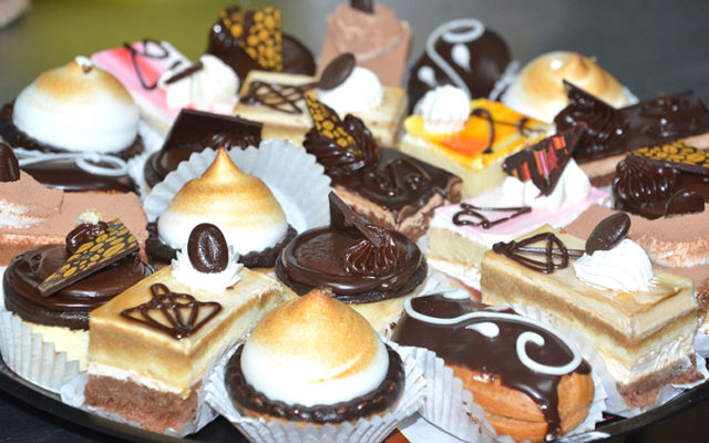 mini-pastries-kosher-bakery-chefness