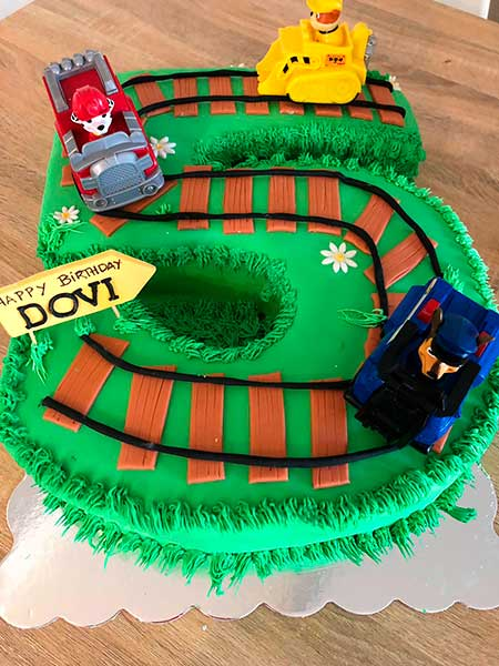 train custom cake